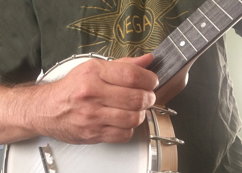 what-is-clawhammer-banjo.jpg